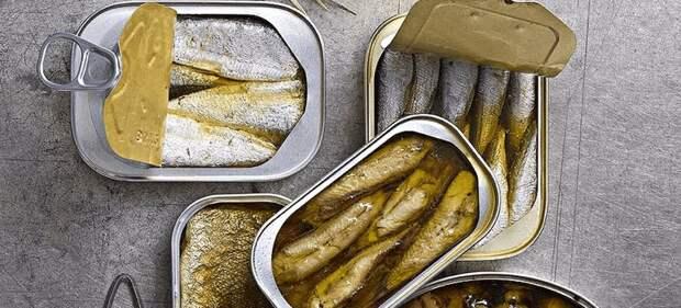Почему не нужно выливать жидкость и масло из рыбных консервов