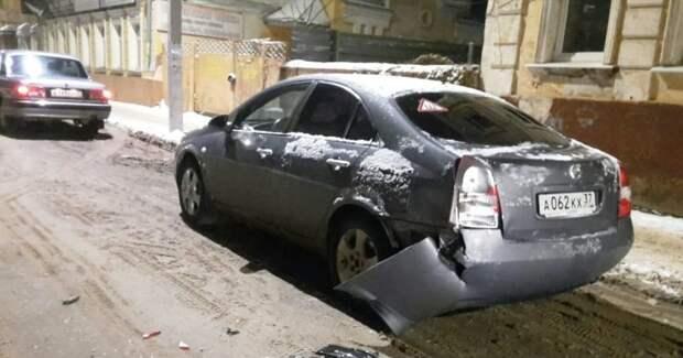 Не очень умный водитель скрылся с места ДТП, оставив улику авария, авто, видео, дтп, курьез, прикол, скрылся с места дтп, юмор