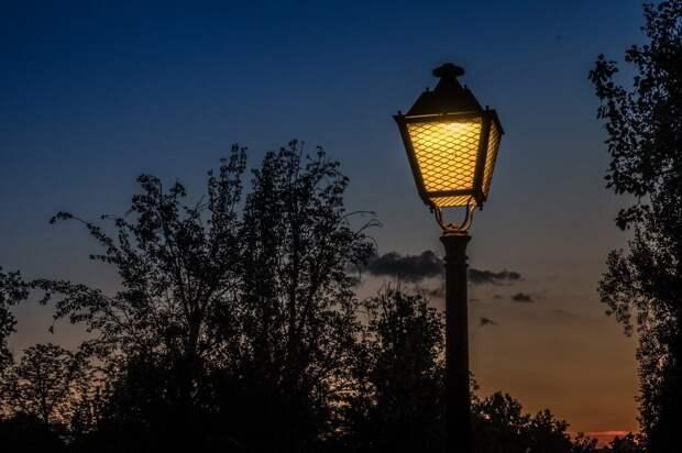 На Родионовской улице отремонтировали фонарь