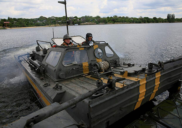 В Ростовской области инженеры ЮВО приступили к оборудованию переправы