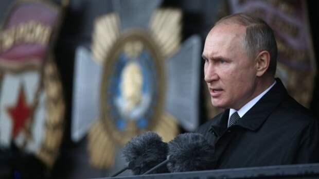 Президент РФ Путин изменил слово в речи на параде Победы и вызвал бурную реакцию британцев