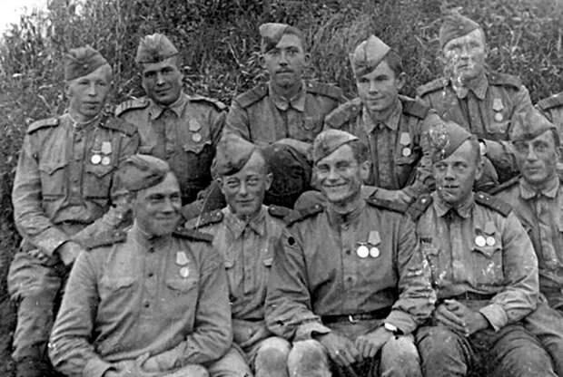 Редкие фронтовые фото советских актёров, участников Великой Отечественной войны
