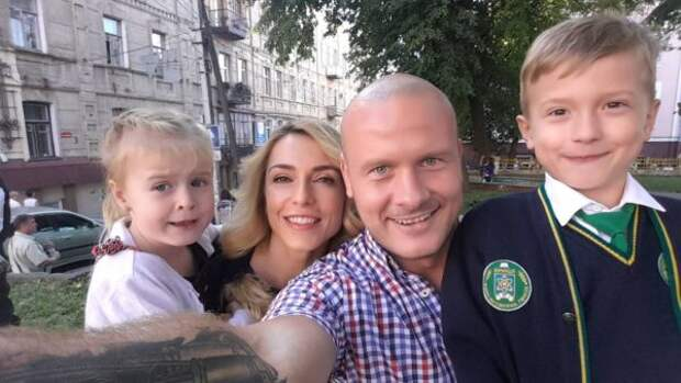 Вячеслав Узелков с дочкой Оливией и сыном Робертом