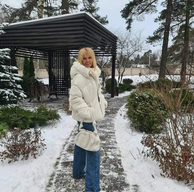 Какие пуховики носят в повседневной жизни российские знаменитости