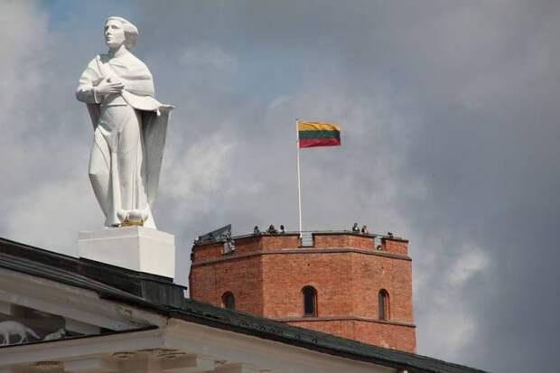В Литве заявили о необходимости потребовать от России почти триллион долларов