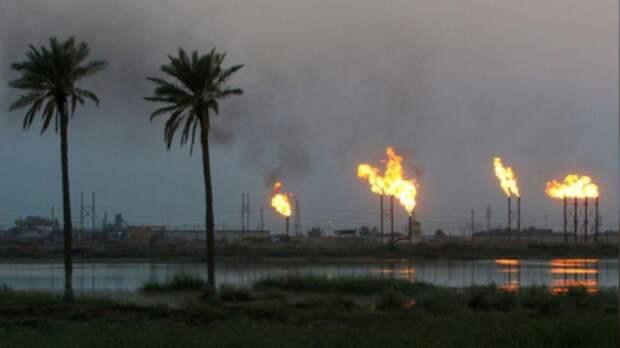 Факельные трубы на месторождении Nahr Bin Umar к северу от Басры, Ирак, 16 сентября 2019 года. REUTERS/Essam Al-SudaniСокращение добычи нефти в августе превысит согласованное снижение для этого месяца, говорится в заявлении министерства нефти Ирака и госкомпании State Oil Marketing Organization (SOMO).