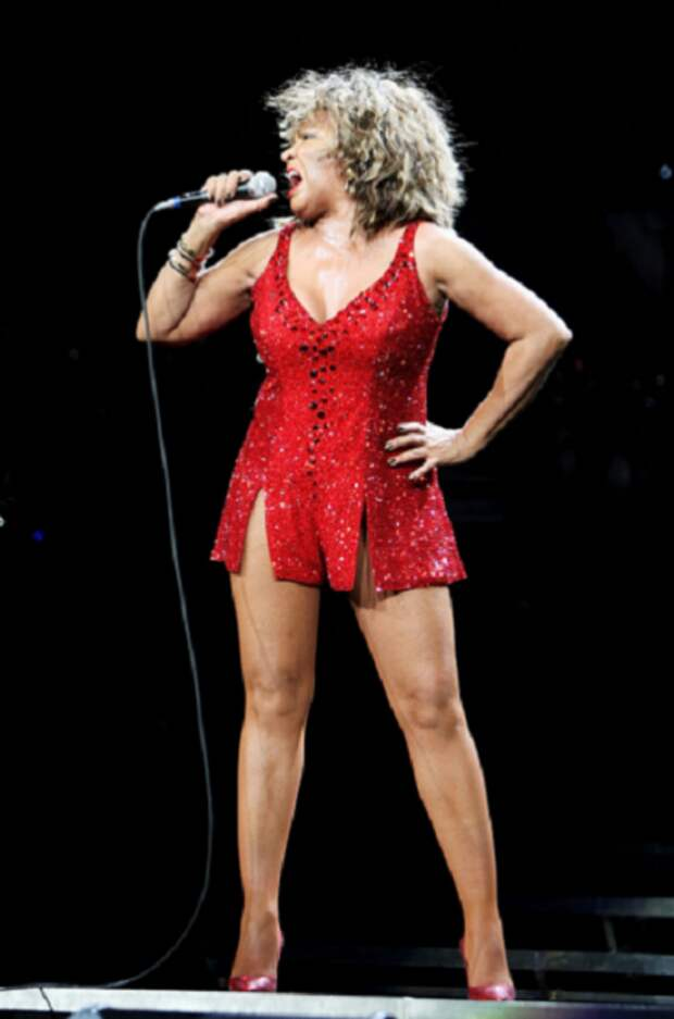 «Королева рок-н-ролла»: 20 фотографий Тины Тернер, которой восхищаются миллионы