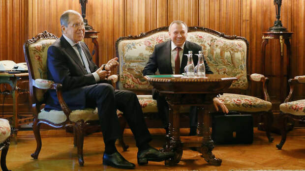 Сергей Лавров объяснил Владимиру Макею, что выходом для Белоруссии могли бы стать конституционная реформа и общенациональный диалог с разными представителями белорусского общества, а не только теми, кто поддерживает нынешнюю власть
