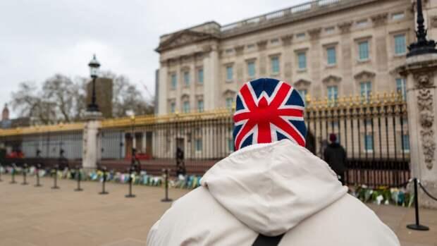 Бритоголовый незнакомец с друзьями закидали мусульман камнями в Лондоне