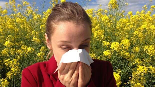 Инфекционист рассказал об отличиях COVID-19 и весенней аллергии