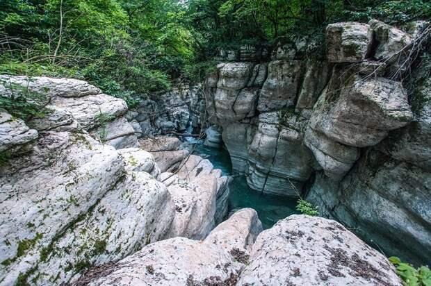 В Сочи 29-летний турист упал в каньон