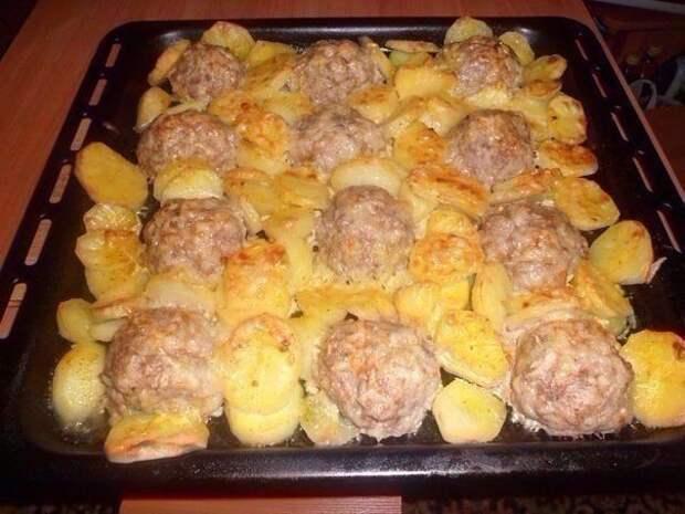 """Мясные """"ёжики"""" с картошкой под сыром"""