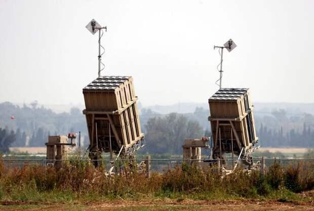 Пара пусковых установок «Железный купол» охраняет израильский город Сдерот