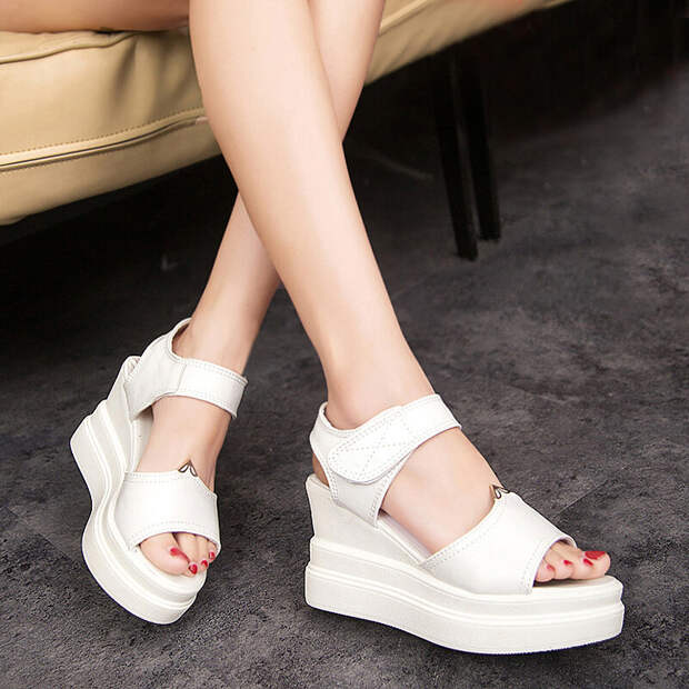 В белом цвете. Актуальные модели белоснежной обуви для шикарных образов
