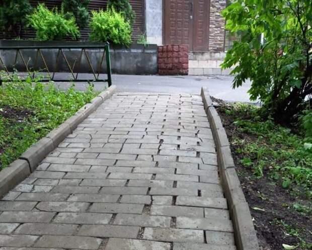 На Молодцова отремонтировали тротуарную плитку