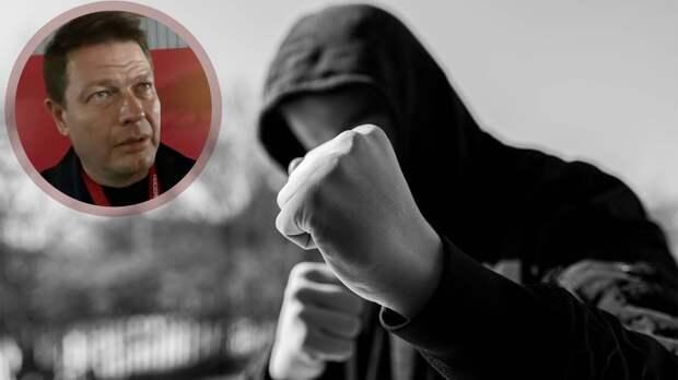 Сотрудника «Спартака» избили после конфликта с компанией из 5 человек возле бара: новые подробности