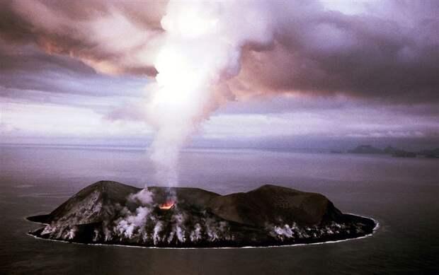 Загадочные места нашей планеты - остров, водопад, озеро и море