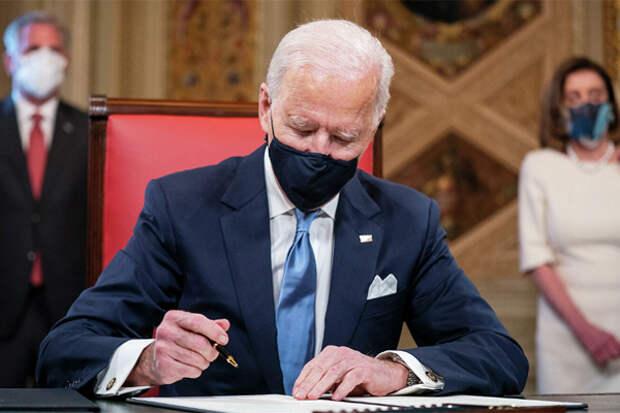 Президент Байден сразу же обрушился на нефтегаз