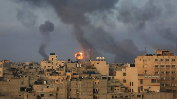 Армия Израиля нанесла удары по домам трех командиров движения ХАМАС в секторе Газа