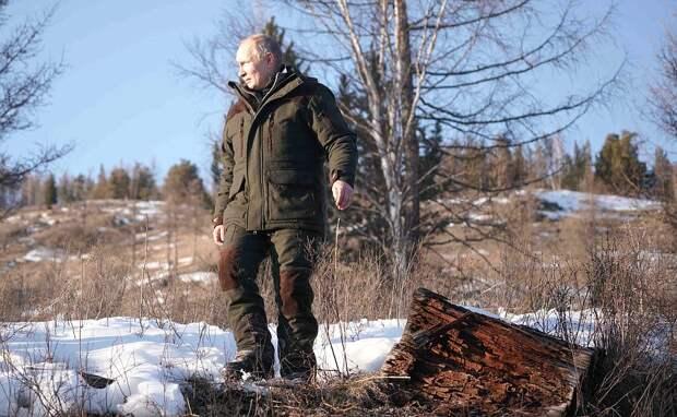 Путин ночевал в палатке во время отдыха в сибирской тайге