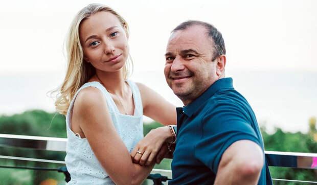 Жена Виктора Павлика на последнем месяце беременности не боится путешествовать