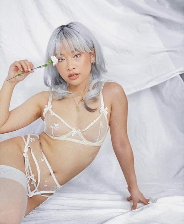 Рианна выпустила коллекцию прозрачного нижнего белья для невест