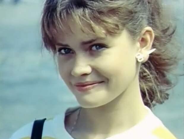 Обаятельная актриса из криминальных комедий 90-ых Анна Назарьева
