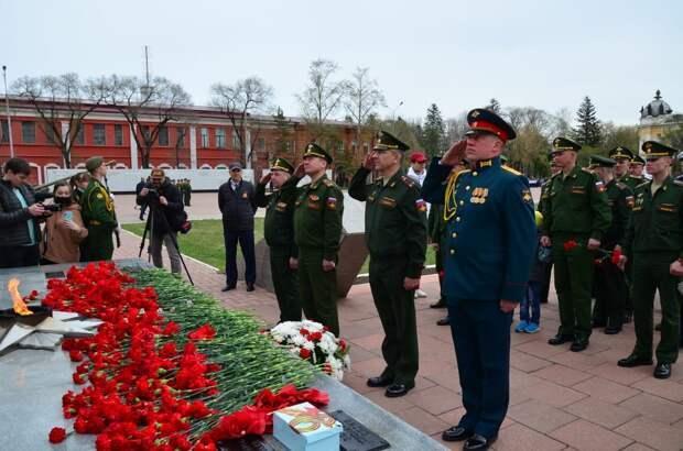 Военнослужащие ДВОКУ отдали воинские почести воинам - Амурцам погибшим в годы войны