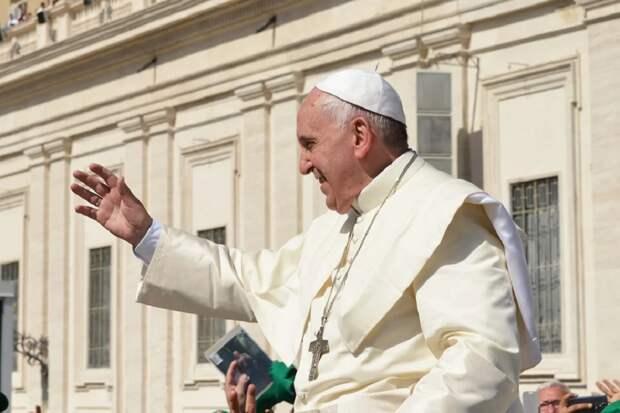 О возможном уходе по собственному желанию папы римского сообщила итальянская пресса