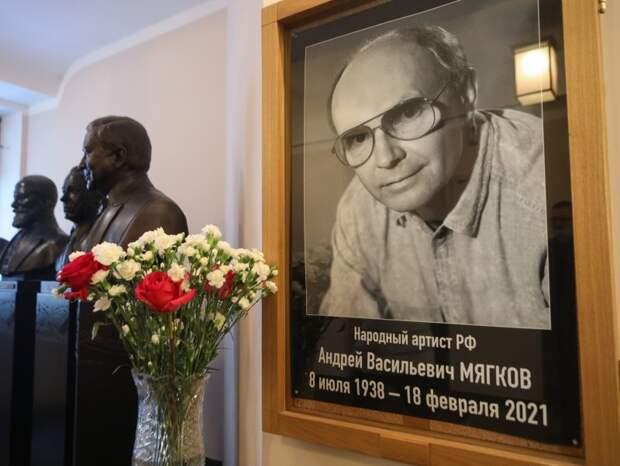 Вдова Андрея Мягкова отказалась прийти напохороны мужа