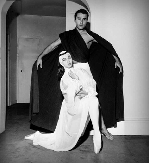 """Мишель Мерсье и Пьер Лакотте на репетиции пьесы """"Баллада о Ронсаре"""".17 июня 1957 год."""