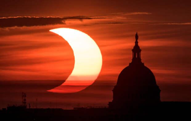 Как россияне наблюдали за редким солнечным затмением