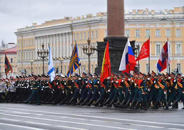 В Санкт-Петербурге состоялась генеральная  репетиция Парада Победы с участием парадных расчетов и боевой техники