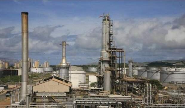 Возобновил производство бензина венесуэльский НПЗ, накотором был пожар