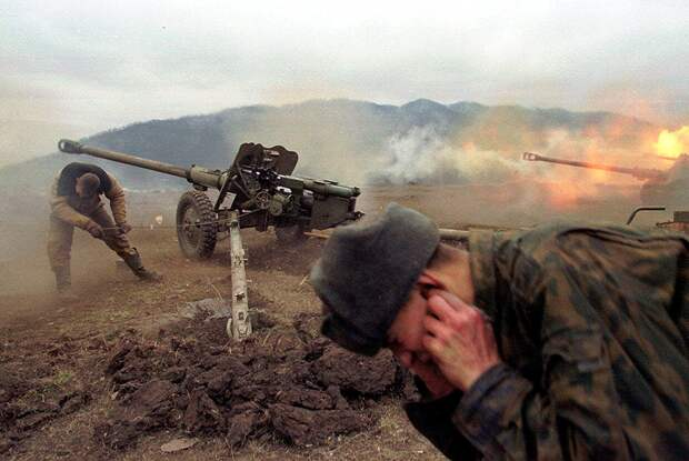Вторая Чеченская война. Недалеко от Грозного, январь, 2000 года  Фото: Максим Мармур / AP