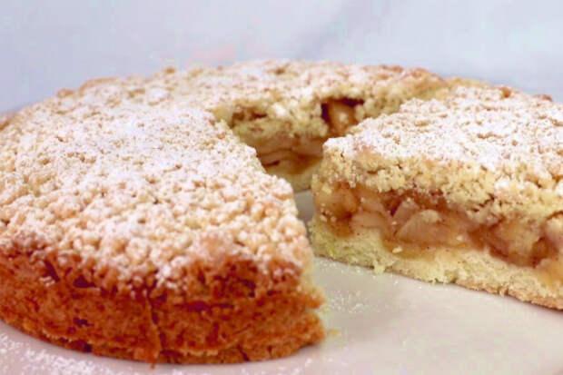 Яблочный торт вместо скучной шарлотки: начинку сначала обжариваем, а затем ставим в духовку