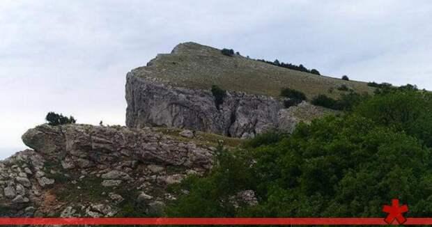 «Смотреть вниз запрещено»: туристов в горах Крыма снова гоняют неизвестные