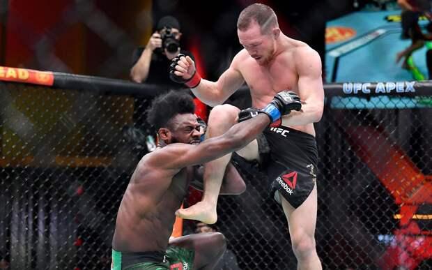 """""""Я не специально"""". Петр Ян - о запрещенном ударе в бою, после которого он потерял пояс UFC"""