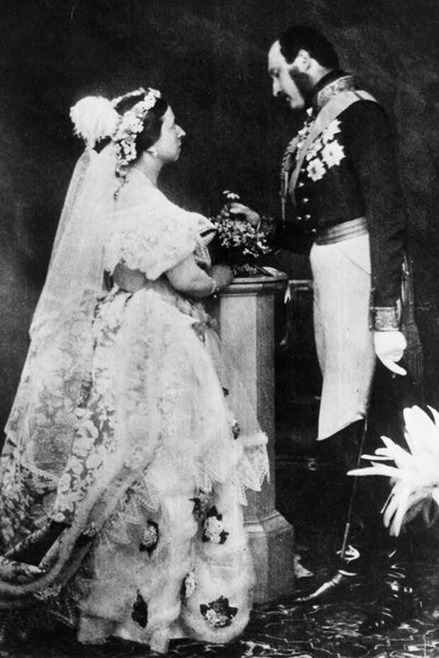 Виктория иАльберт вдень свадьбы. Источник: foreverbridal.net