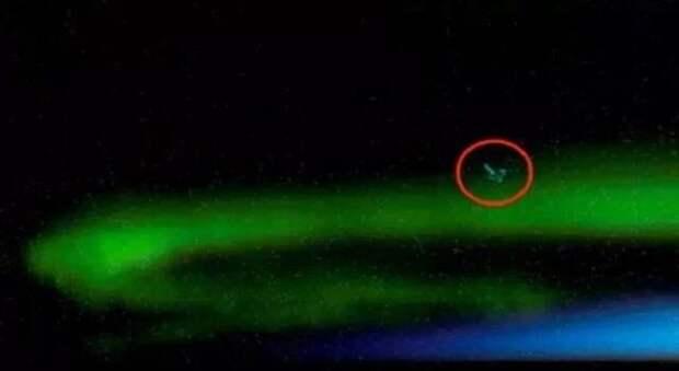 В северном сиянии обнаружили НЛО