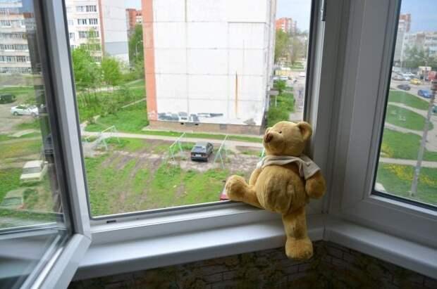 Трехлетний мальчик госпитализирован в результате падения с третьего этажа в Павлодаре