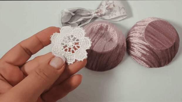 Красивые новогодние украшения из обычных пластиковых солонок