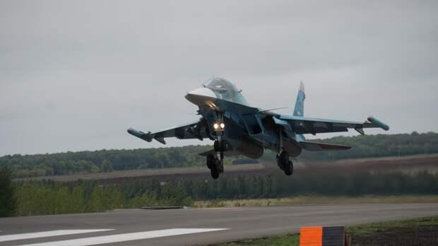 Истребители Су-34 провели бомбометание по условному противнику под Воронежем