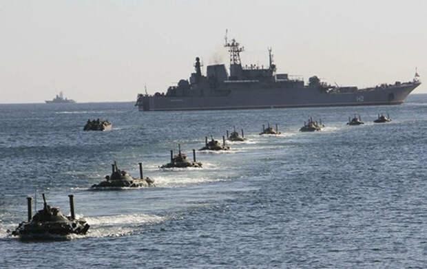 Российский флот показал НАТОвским кораблям кто в Черном море хозяин. Такого они не ожидали.