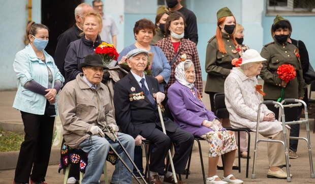 Под окнами тюменских ветеранов проводят мини-парады коДню Победы