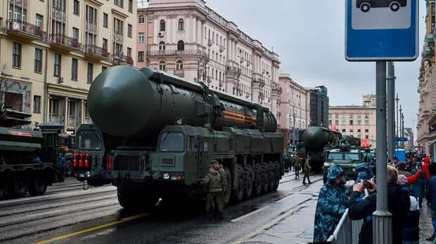 Мир спасут «Коалиции» «Ярсов». Пока они проезжают по Красной площади, с миром всё в порядке