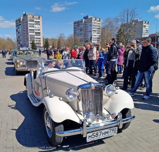 В городе Конаково прошла выставка раритетных автомобилей