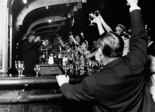 Вековая история главного кабаре мира «Мулен Руж» вфотографиях