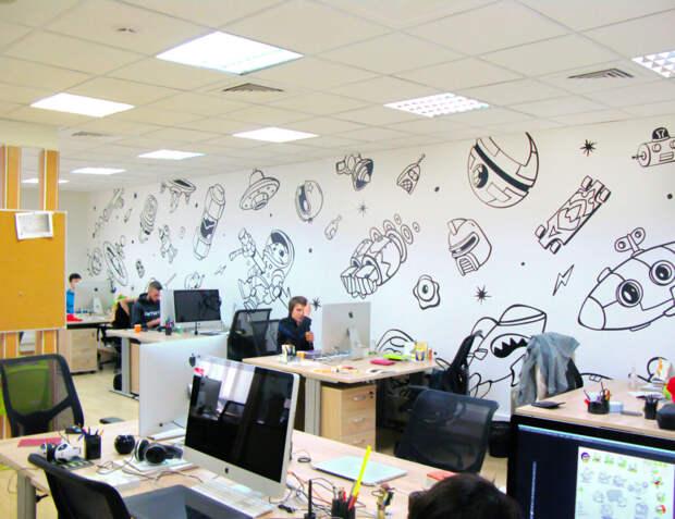 Оформление прозрачных офисных перегородок матовыми или цветными виниловыми пленками