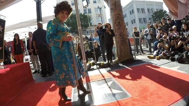 Джина Лоллобриджида удостоена звезды на Аллее славы в Голливуде